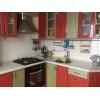 Продается трехкомнатная светлая кв-ра,  рядом « Индустрия» ,  заходи и живи,  встр. кухня