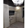 Срочно продается двухкомнатная квартира,  центр,  все рядом,  с евроремонтом,  быт. техника,  встр. кухня,  с мебелью