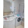 трехкомн.  квартира,  все рядом,  шикарный ремонт,  быт. техника,  встр. кухня,  с мебелью,  +коммун. пл. (будет укомплектована
