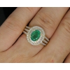 Золотое кольцо с изумрудом и бриллиантами.